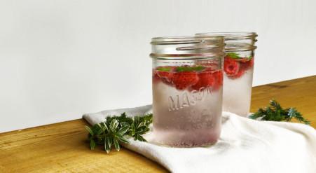 eau pétillante à la framboise et à la menthe