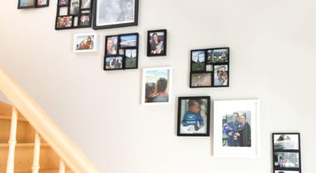 Comment décorer ta cage d'escalier avec tes photos et la rendre plus chaleureuse