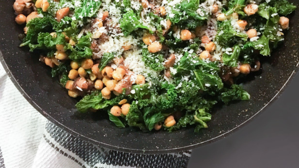 Sauté de kale, champignons et pois chiches | Sparks and Bloom
