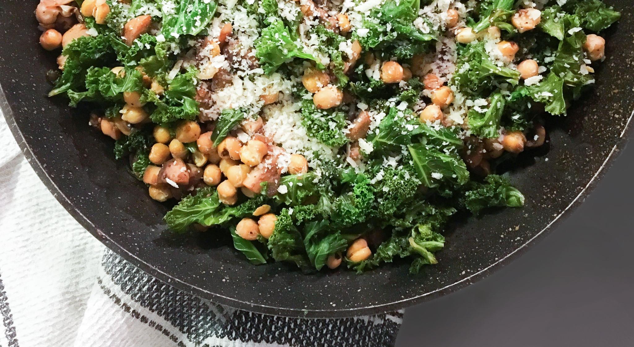 Sauté de kale, champignons et pois chiches | Sparks and Bloom