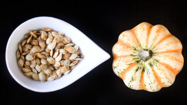 Graines de citrouille grillées à la fleur de sel | Sparks and Bloom