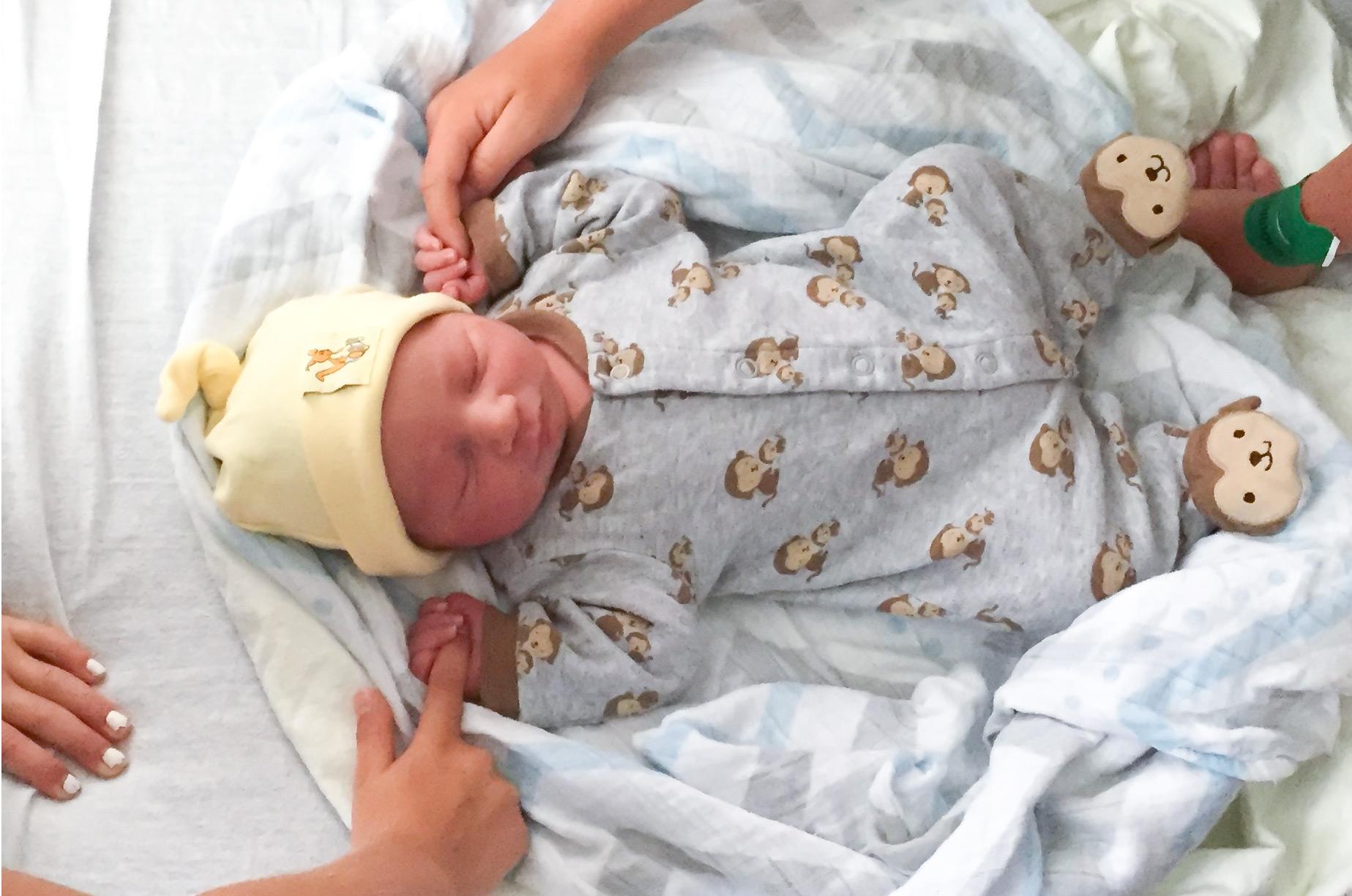 Quoi faire et ne pas faire pour aider ton amie qui vient d'avoir un bébé | Sparks and Bloom