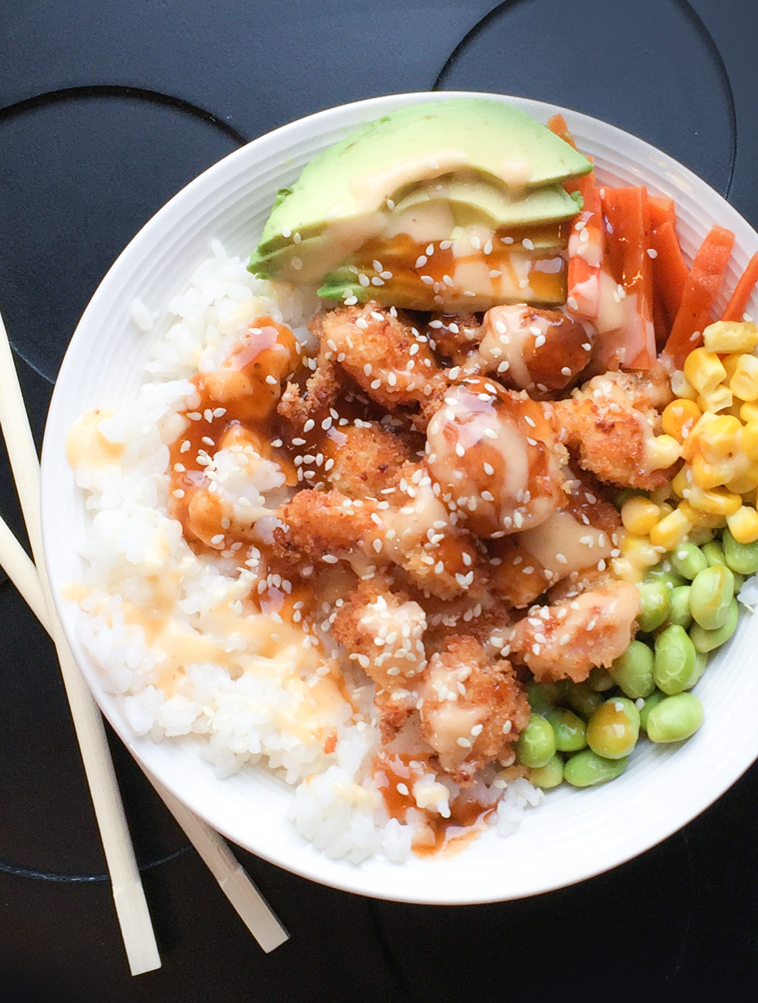 Poke bowl aux crevettes popcorn | Sparks and Bloom