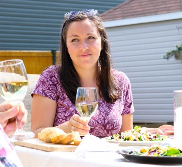 9---jeudi---aout-(BOIRE-MANGER.-Lifestyle)-savoure-le-moment-présent-avec-cette-salade-d'été-aux-épinards,-coriandre,-maïs,-haricots-et-tomate!-MEDIA