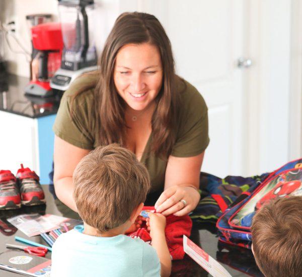 06 - mardi - juillet (MAMAN bebe.Lifestyle) Rentrée scolaire ; les MEILLEURS trucs de mamans pour les lunchs d'école, les achats de la liste de matériel et l'étiquetage4302-1